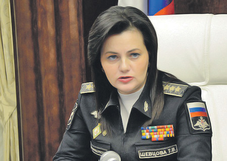 devushka-golaya-pri-vseh